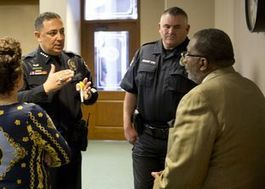 """Police Chiefs: Open Carry """"Handcuffs"""" The Law Enforcement"""