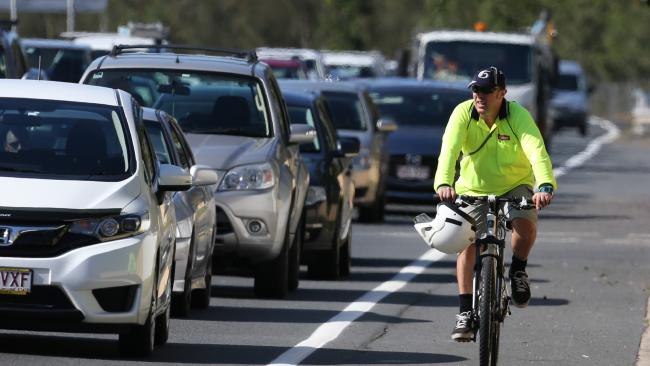 SA Police and Motoring Groups Want Cyclists To Pay the Same Traffic Fines As Drivers